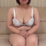 【無修正動画】巨乳を持て余す素人熟女と中出しセックス!
