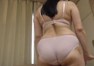 【無修正エロ動画】高齢熟女のディープスロートが激エロ!