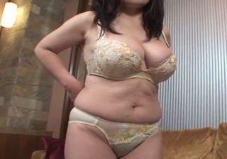 【モザなし】爆乳熟女のおまんこにザーメン注入!