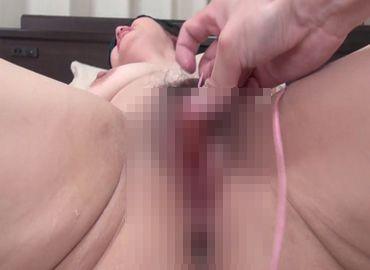 五十路の熟女がおまんこを痙攣させる無料アダルト動画