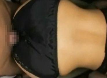 フルバックパンティーを履いた巨尻熟女の絶品尻コキ
