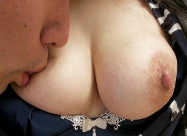【無修正】40代熟女の疼くおまんこへ大量の精液を流し込む無料裏ビデオ動画