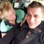 【いけめんとエツチ 無修正】外国人のおばさんが運転手の男性を誘惑してカーセックス