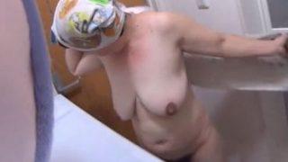 【ぬ-どさつえい会動画 50代】生活感溢れる豊満奥さんの色白な裸体