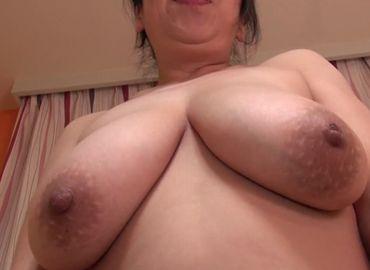 【無修正】爆乳を持て余す50代熟女の濃厚セックス動画