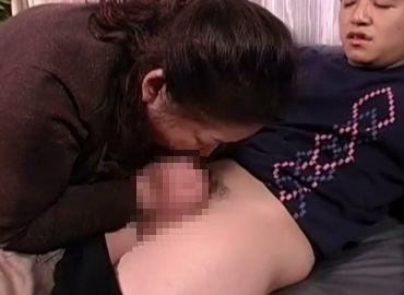 【六十路熟女動画】孫の精液を搾り取るおばあちゃんの近親相姦セックス!