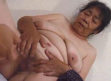 70歳の夫婦生活では物足りないおばあちゃんが若い男に抱かれる無料セックス動画