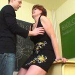 【ヘンリー塚本ドラマ動画】男性生徒を誘惑し自分の性欲を満たすおばさん先生